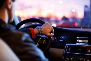 קנייה או השכרת רכב